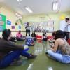 A oficina foi conduzida pelos professores de educação física Vitor Ramos e Glaucia Camargo e trabalhou a criação e a recriação de objetos para a prática esportiva, com foco nos âmbitos escolar e profissional.