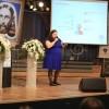 SEXTA-FEIRA, 28 — A pedagoga Leilany Rochaexplica aos congressistas o Programa de Alfabetização e Raciocínio (PAR) do Instituto de Educação José de Paiva Netto.