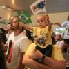 São Paulo, SP — Os Soldadinhos de Deus, da LBV, balançam as bandeirinhas com animação em abertura do Fórum.