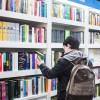 A leitura traz uma série de benefícios e não é importante apenas nos primeiros anos de alfabetização, ou seja, na infância. Ao ler, você desenvolve a capacidade dese comunicar melhor no dia a dia, aumenta o vocabulário e aschances de crescer profissionalmente.
