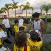 O jogadorColin Kâzım-Richards autografou e conversou com as crianças