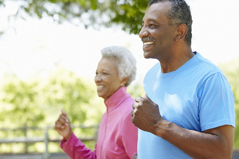 Resultado de imagem para idoso praticando exercícios