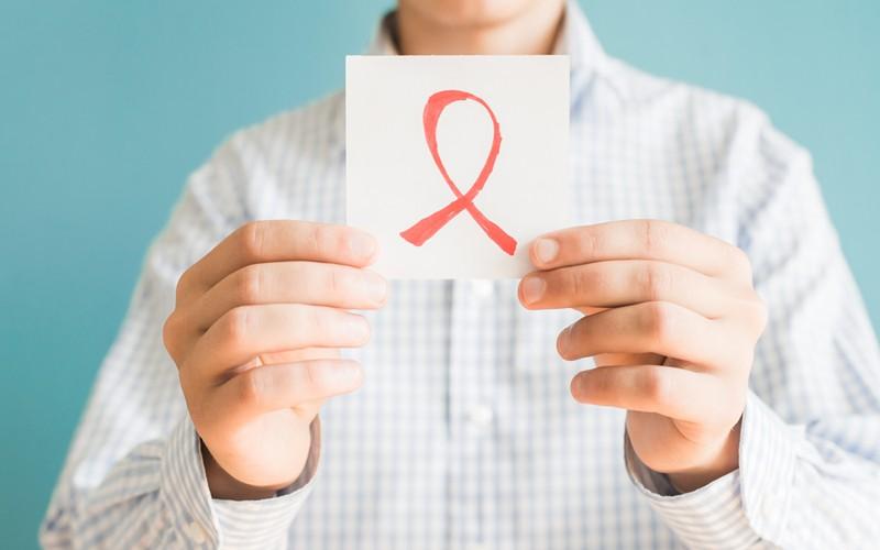 Resultado de imagem para Aids — o vírus do preconceito agride mais que a doença