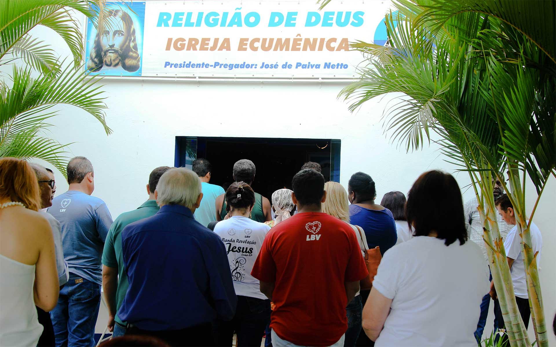 Santo Antônio do Jardim, SP —NoEncontro Ecumênico Família — Um presente de Deusas gerações se reuniram para aprender com os ensinamentos fraternos de Jesus.