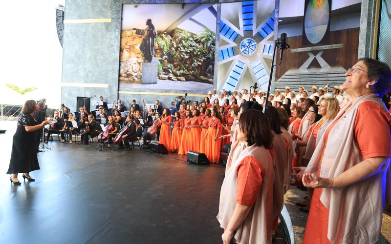 O Coral Comunitário Nair Torres, da LBV, é formado por mulheres Legionárias de todo o Brasil. Na foto, apresentação realizada nas comemorações dos 26 anos do Templo da Boa Vontade, em Brasília, DF.