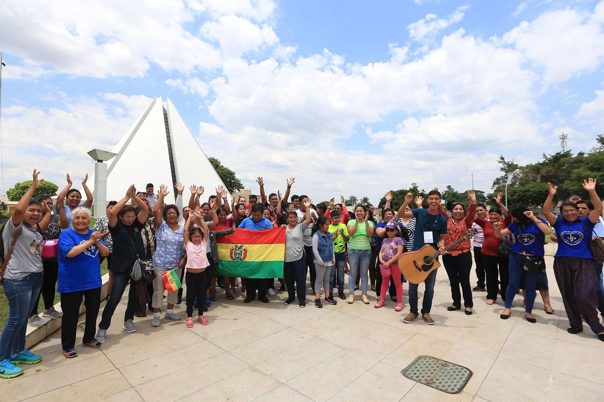 Los peregrinos de varios países asistieron a las celebraciones de los 30 años de Templo de la Paz.